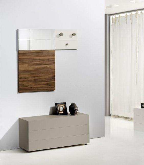 Recibidor en avant haus con zapatero colgador y espejo for Recibidor zapatero con espejo