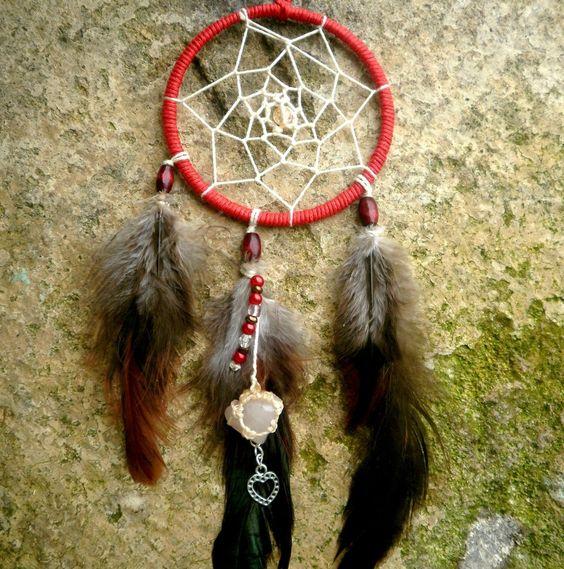 Attrape rêves rouge, pierre de quartz, et plumes de coq naturelles #Dreamcatcher par Stonanka