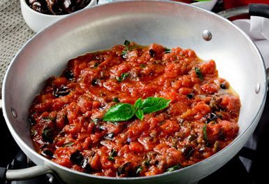 Traditional Italian Puttanesca Sauce (Sugo alla Puttanesca) | Enjoy this authentic Italian recipe from our kitchen to yours. Buon Appetito!