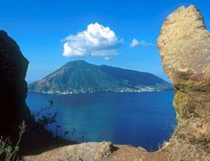 salina: Beautiful Islands, Places Calling, Islands Group, Favorite Places Spaces, Aelion Islands, Islands Italy, Aeolian Islands, Islands Tours