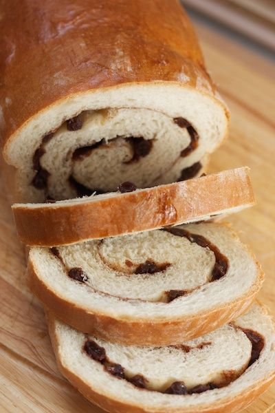Big Flavors From A Tiny Kitchen: Cinnamon Raisin Swirl Bread