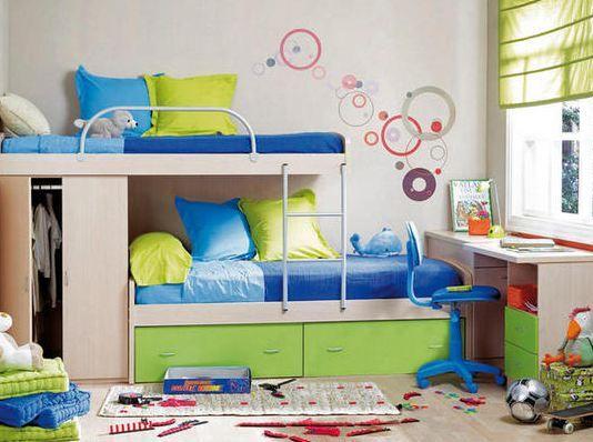 Ideas para acomodar dos camas en un cuarto cuando el - Habitaciones infantiles pequenos espacios ...