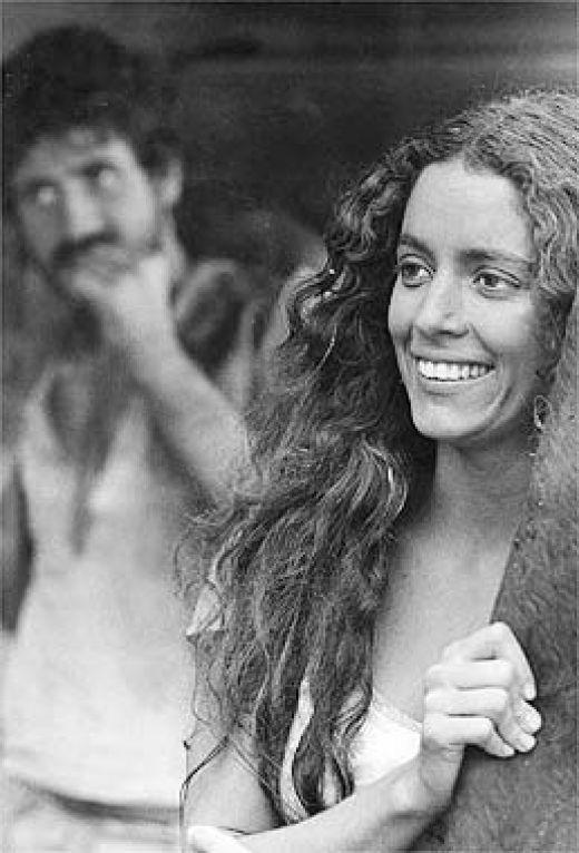 Gabriela chegando em Ilhéus - Sonia Braga