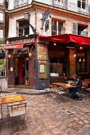 ヨーロッパの街並みレトロなオープンカフェ