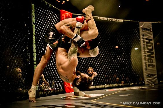 Jeremy Mahon trying to latch on a triangle on David Armas at LFC9.