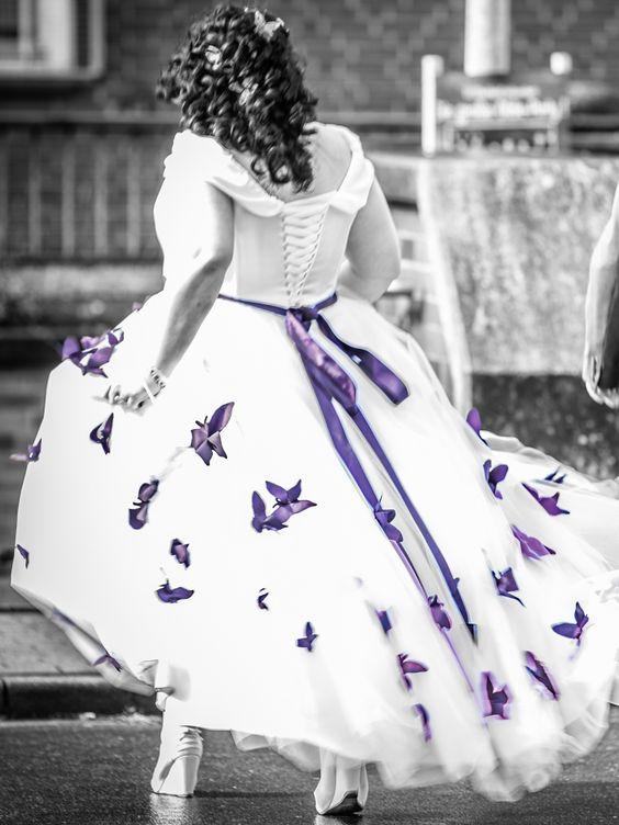 Maßgeschneidertes zweifarbiges Brautkleid weißes Kleid mit rosa ...