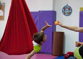Niño en terapia sensorial