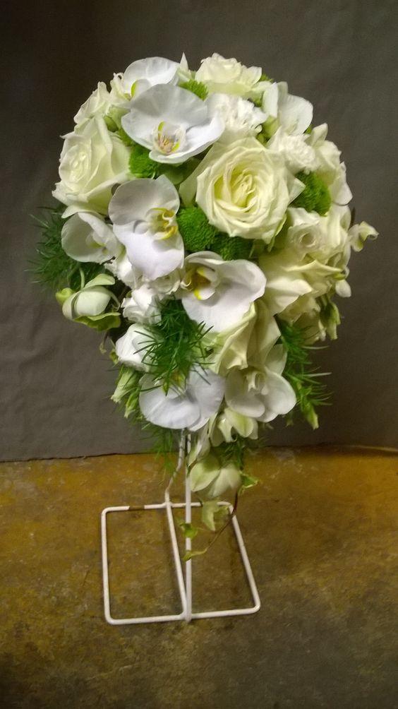 Bouquet De Mari E Forme Goutte D 39 Eau Roses Blanches Phalaenopsis Lisianthus Blancs Santinis