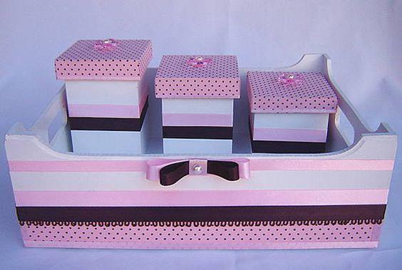 Kit higiene composto por 1 Bandeja e 3 potes