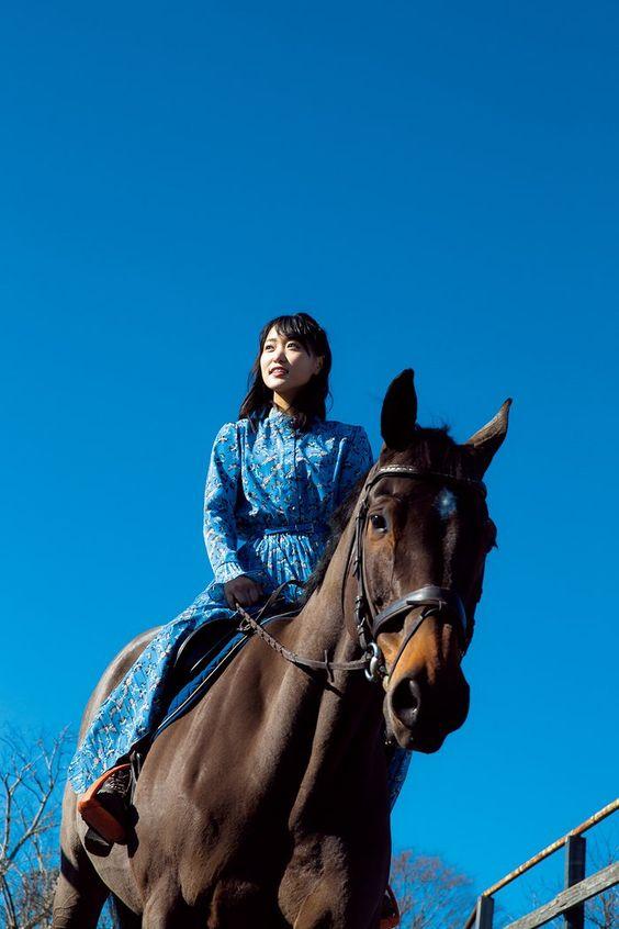 お馬に乗る菅井友香