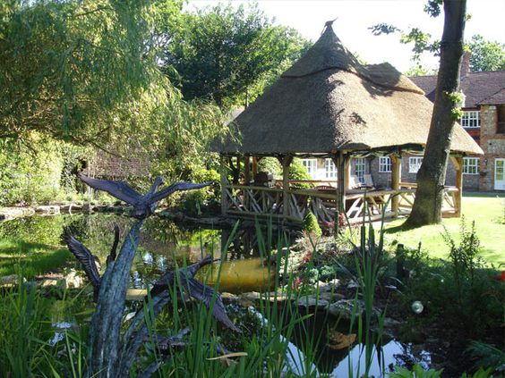 Lapa garden rooms, thatched very african braai/bbq dining areas...
