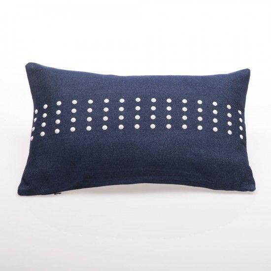 Funda de almohadón 50 X 30 cm Jean con tachas - Funda de almohadón Jean con tachas de puro algodón.   Medida: 50 X 30 cm  Ambienta tu casa dándole un toque de original e informal con la mejor calidad.