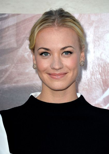 Yvonne Strahovski Classic Bun - Yvonne pulled back her blonde locks into a lovely center-parted bun.