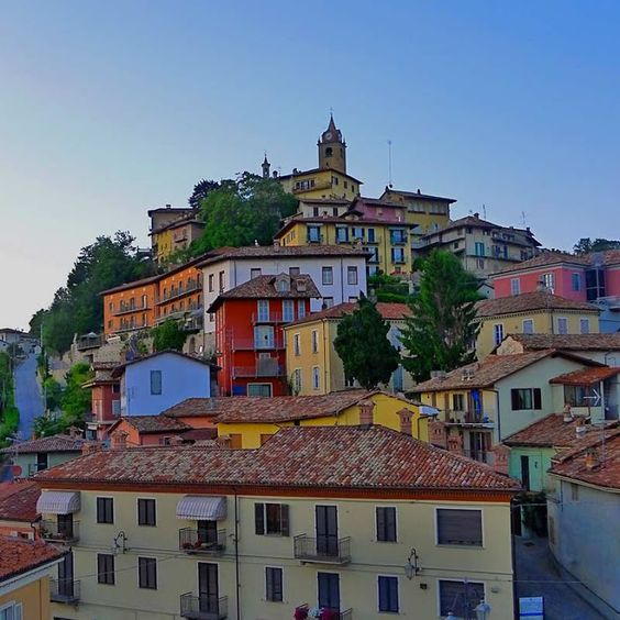 Incantevoli cittadine colorate: Monforte d'Alba (CN) ##Piemonte - Donatella Bellu - Google+