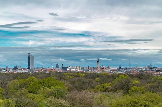 Was für ein Aprilwetter heute beim Fotospaziergang in Gohlis #leipzig #leipziger #leipzigram #leipzigcity #leipziglove #loveleipzig #wackelturm #panorama #picoftheday #picture #fotooftheday #fotokombinat #like #lights #followme #follow #rosental #view #fotowalk #clouds #cityscape @leipzigtravel @lvz.de @foto_lichtkombinat_leipzig @leipzigleben @stadtleipzig