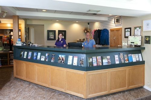 Book Country House Resort In Sister Bay Hotels Com In 2020 Door County Hotels Hotel Door Door County