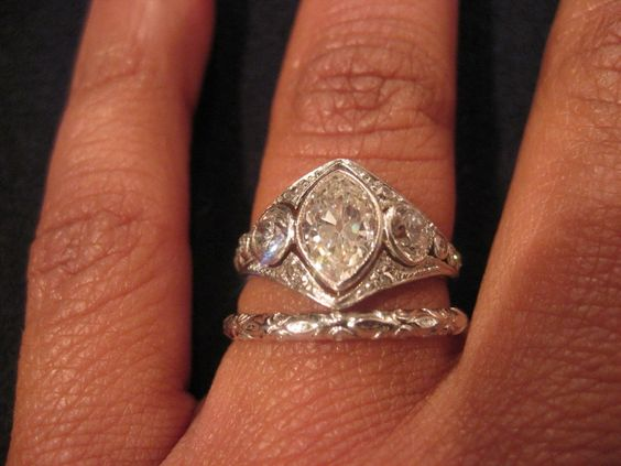 there are more pics of this ring here.