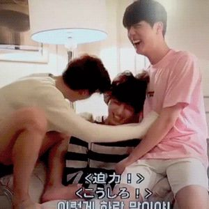 THIS IS THE CUTEST THING EVER!!!!!! <3 <3 EOMMA JIN WITH KOOKIE AND CHIM CHIM!!!!!!! OMFG!!!!!!!!