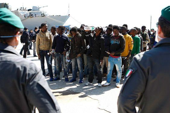 La Armada italiana rescata a 730 inmigrantes en el sur de Sicilia