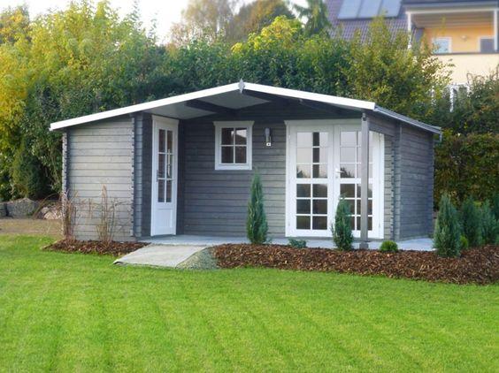 Garten haus  Das moderne Flachdach Gartenhaus mit bodentiefen Fenstern bietet ...