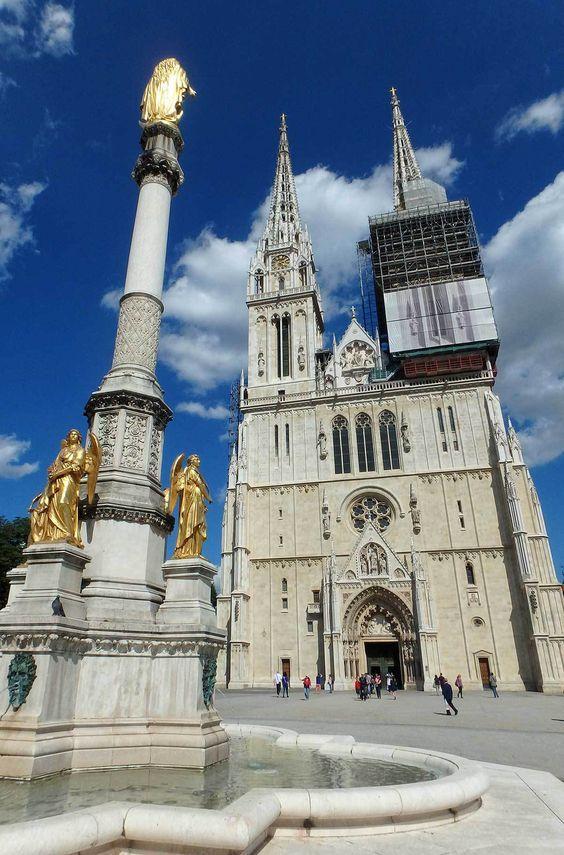 Catedral De Zagreb Con La Fuente Croacia Croacia Zagreb Catedral
