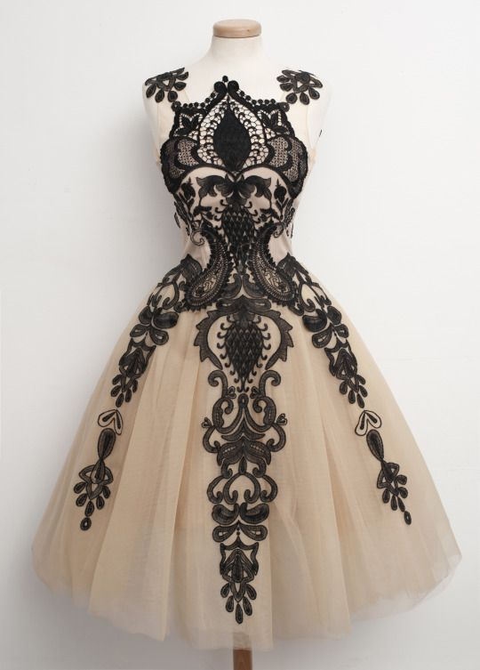 chotronette vintage dress thought you would like this gowns pinterest beautiful heimkehr. Black Bedroom Furniture Sets. Home Design Ideas