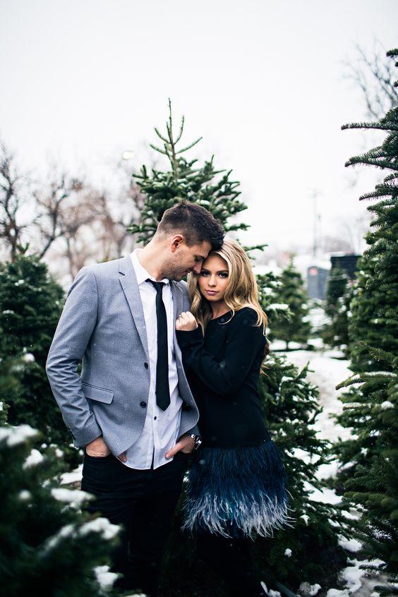 Christmas tree farm couple photos www.jessakae.com/blog/Christmas #couplesfashion #fashion #christmas