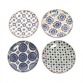 When it comes to dinnerware in house, anything goes. In fact the more mixed up the better, like these mixed mosaic plates