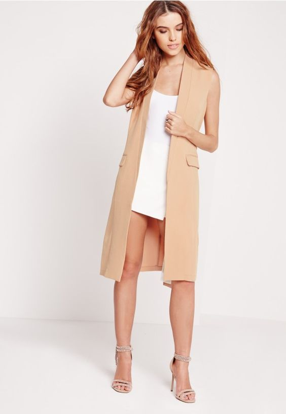 Look totally on point this season in this chic longline blazer. With a fierce design to flatter your curves and pockets to the front, this sleeveless beaut is the only throw-on-and-go option to make sure you're killin it! Style with tailo...
