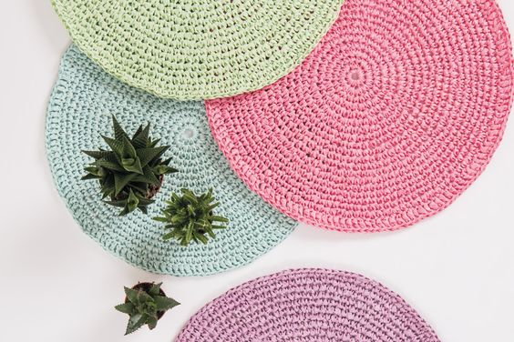 We are loving this new raffia yarn from Rico » and just fell in love with these placemats - they're perfect for summer, and can be made by even a crochet beginner! Mix and match your colours to suit your table.