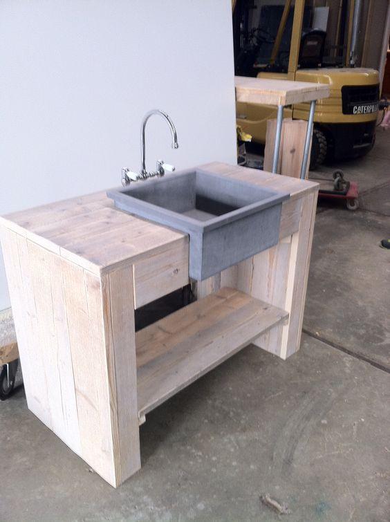 badkamermeubel van steigerhout met betonnen wasbak