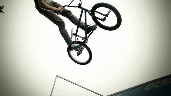 7D 1000 fps. 7D slow motion test footage of my friend doing bmx tricks. Everything was shot in 720p 60fps.   Edited with Twixtor in After Ef...
