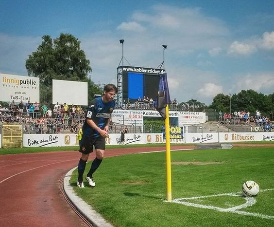 Eckball. TuS Koblenz vs. 1. FC Saarbrücken 0:1.   #tuskoblenz #tuskob #koblenz #stadionoberwerth #regionalliga #fans #eckball #fußball #rheinstagram #igerskoblenz #photooftheday #instagramhub #instagood #colours #samsungs4mini #landschaft #landscape #my_germany #ig_deutschland #loves_germany #meindeutschland #loves_united_germany #ig_today #deutschland_greatshots #koblenzergram