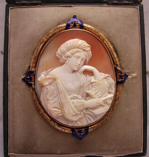 "Circa 1850 ""Sibilla Persica"" After Guercino Cornelian Shell Cameo in 18k Gold Frame, Italy. Frame could be English - In Original Fitted Case"