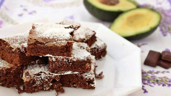 Bronwies cioccolato e avocado, senza latticini, adatti agli intolleranti, ma sempre con tanto gusto.