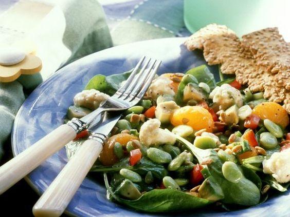 Bohnensalat mit Gemüse ist ein Rezept mit frischen Zutaten aus der Kategorie Blattgemüse. Probieren Sie dieses und weitere Rezepte von EAT SMARTER!