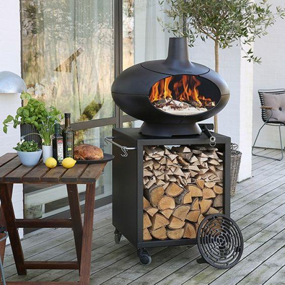 Morso Forno Oven, BBQ en tuinhaard ineen. Met Toscaanse grill voor bakken van heerlijk steaks en smalle tuintafel voor opslag van hout en keukengerei. Morso Forno Terra pakket
