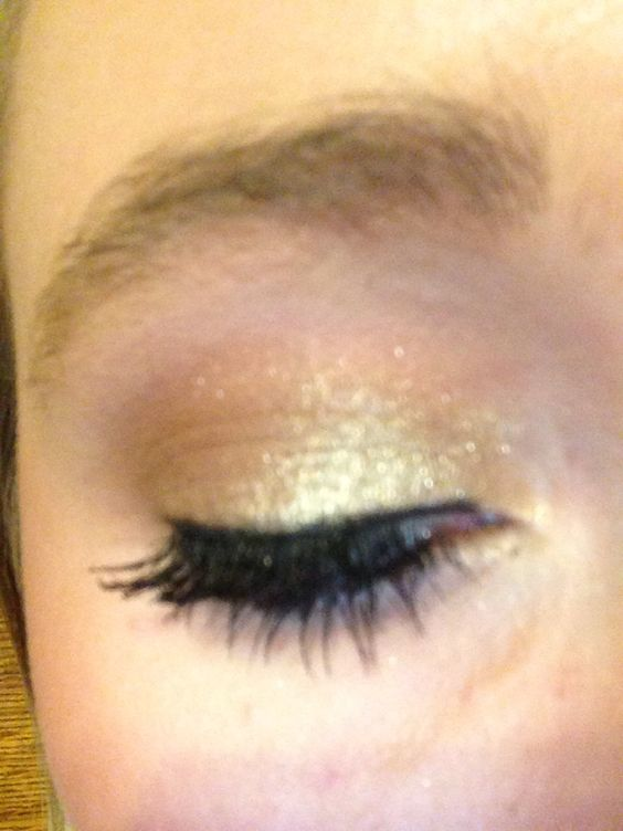 HOW TO: Gold Shimmery Shadow With Brown Crease!
