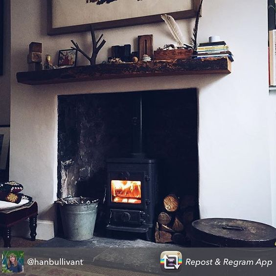 A repost of a gorgeous photo taken by @hanbullivant and @kristymarysia who did a shoot at our house today. Helen stephens illustrator home.