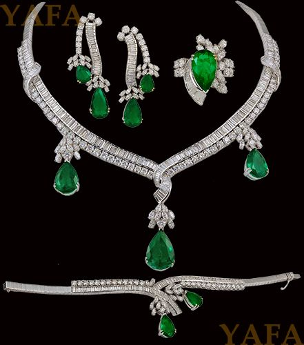 18kt. Gold Diamond and Pear Shape Emerald Suite Necklace - Yafa Jewelry