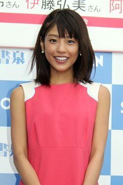 イベントに参加する岡副麻希の美人でかわいい画像