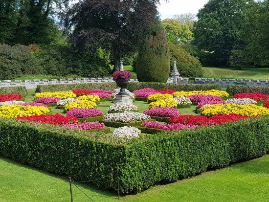 Pin By Darrin Williams On Flower Garden Designs Flower Garden Design Flower Bed Designs Garden Planters
