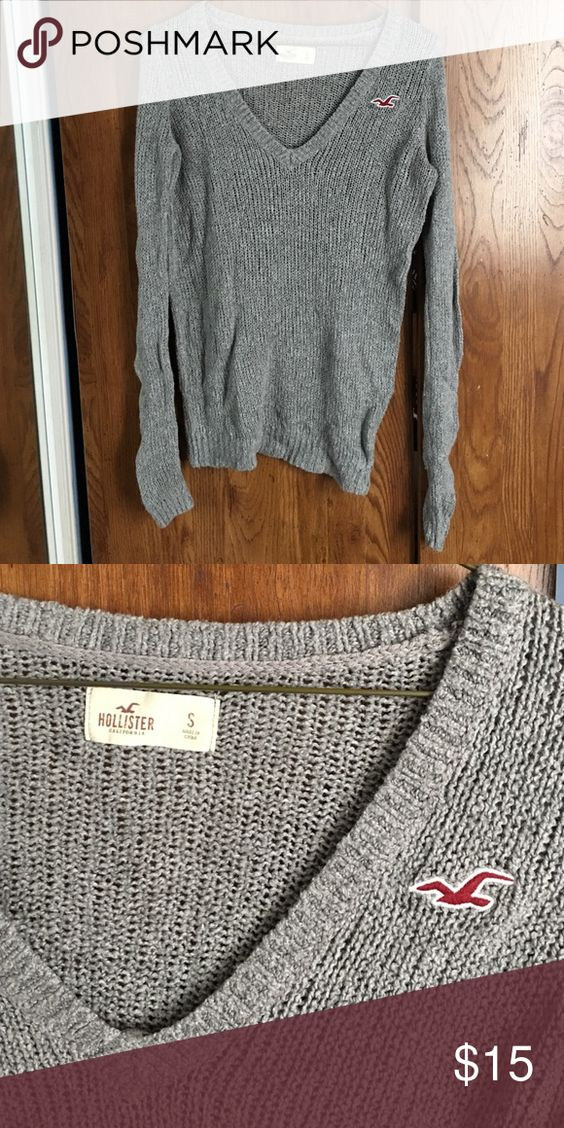 Hollister grey sweater Hollister / size small Hollister Sweaters V-Necks