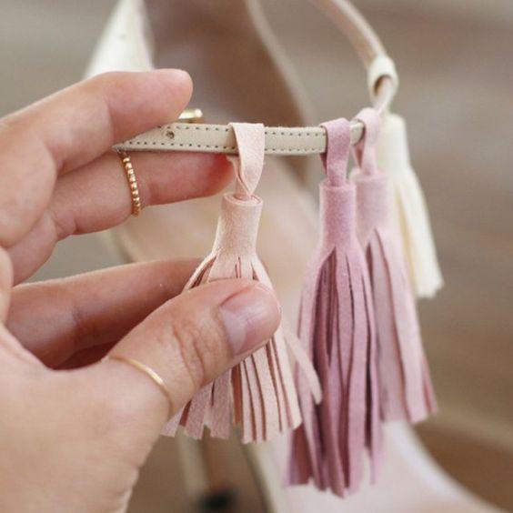 Des sandales à talons décorées de pompons en cuir - Marie Claire Idées