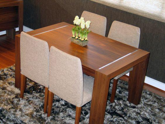 Mesa de comedor moderna extensible en nogal con detalle for Mesas modernas para comedor