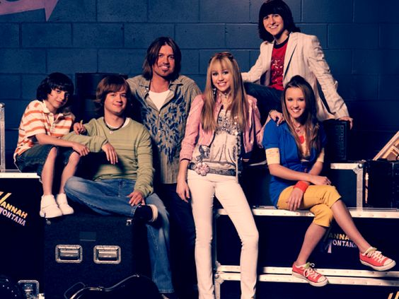 I always thought Miley was so annoying but I actually miss this show a lot!