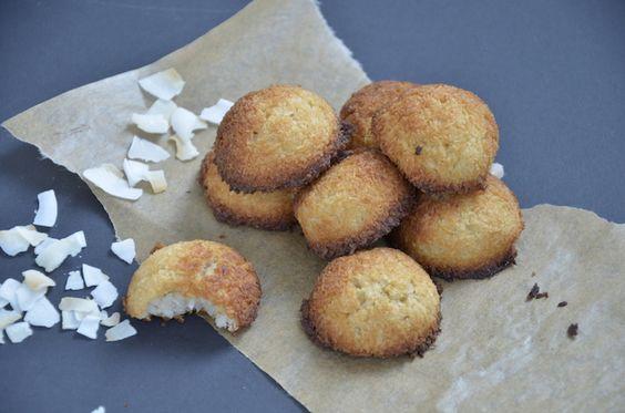 Ook heel geschikt voor Trennkost Delight of glutenvrij. - Dit recept voor vegan kokosmakronen is lekker en simpel en maak je in no time. Zonder gluten, zuivel en geraffineerde suiker. Met een volle kokossmaak door de kokosrasp, kokosmeel en kokosmelk.