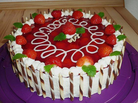 Erdbeerkuchen mit Vanillecreme, ein gutes Rezept aus der Kategorie Kuchen. Bewertungen: 286. Durchschnitt: Ø 4,6.