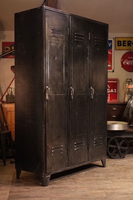 Industrial closet loft and lockers on pinterest - Meuble de metier ancien ...