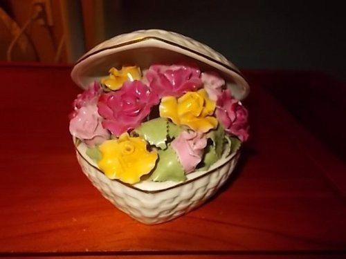Royal Albert Old Country Roses heart shaped music box